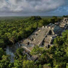 Tesoros arqueológicos y naturales en gran riesgo