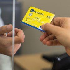 Tarjetas de crédito: un negocio legal pero abusivo